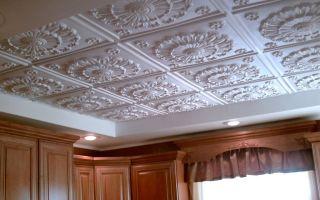 Потолок из пенополистироловых панелей